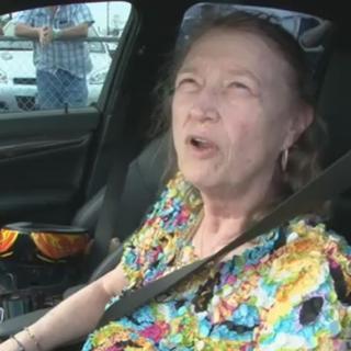 91-årig kvinna kör rallycross