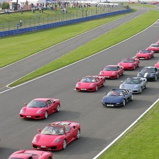 Underhållande parodi på Ferrari FXX