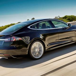 Tesla blandar el och vatten