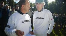 Calle Carlquist och Bengt Dieden rådgör om nästa programpunkt. En läcker bil?