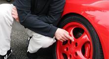 En bil får inte ha för bra bromsar om den ska godkännas för import.