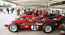 I depån går det att som besökare komma riktigt nära storheter som Maserati 250F 1955.