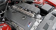 Motorn är hämtad direkt ifrån systermodellen M3 och har nästan 106 hästkrafter per liter cylindervolym.