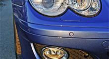 Dimljus med kromade ringar är det mest framträdande beviset på att bilen är ansiktslyft. Skarpsynta noterar även att grillen har tre ribbor istället för fyra.