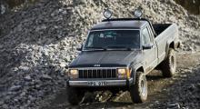 Grusbil, dumper, plogbil och fotobil - Commanchen kan förkorta oljeeran på många uppdrag.