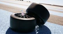 Reservdäck för både fram- och bakhjul låg redo, men tyvärr fick jag nöja mig med väl begagnade däck.