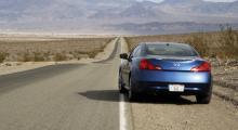 Bakhjulsdrift och klart tilltalande former med inte så lite stuk hämtat från Nissan 350Z.