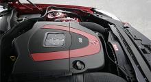 """I grunden samma 350-motor som i övriga modeller, men i """"nya"""" SL och SLK lite pepprigare med 316 hästkrafter tack vare höjt varvtal."""