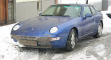 Dekormustach på nya bilen direkt efter hemkomst - en spännande resa mellan två meter höga snövallar.