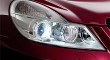 """Fyra runda strålkastare är inte längre Mercedes """"ansikte"""". Nygamla SL har lampor som är snarlika fyrdörrarscoupén CLS."""