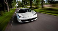 Glad? Arg? Glupsk! Ferrari 458 Italia äter som ingen annan bil. Den leker sig fram, vet inte vad ansträngning betyder och förflyttar gränspålarna.