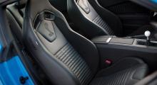 GT500 kommer med skålade stolar från Recaro.