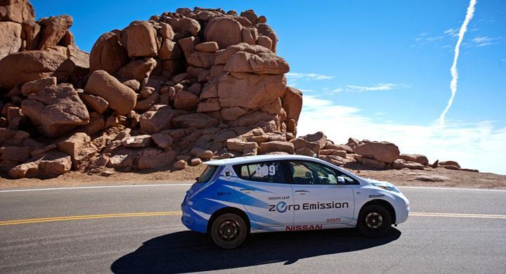 Nissan Leaf laddar på Pikes Peak