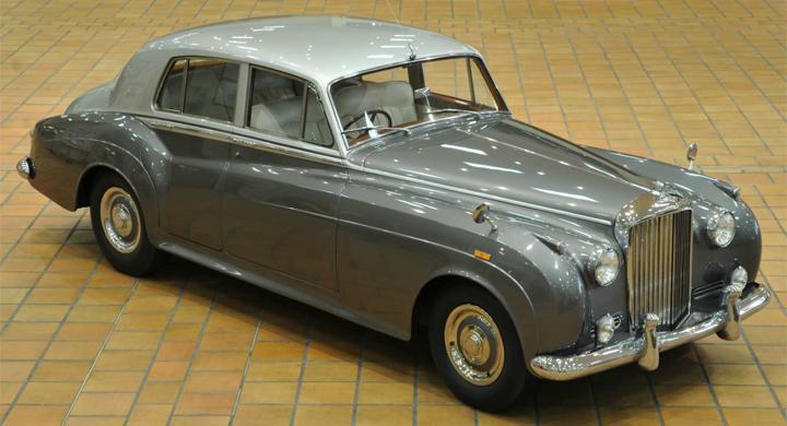 Prinsen av Monaco auktionerar bilar
