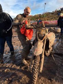 Att få något rent med den här klibbiga leran var inte lätt.