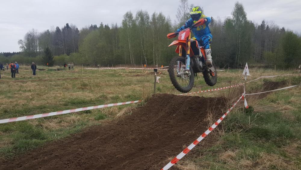 Ljunggren vann tävlingen i Östhammar och leder Enduro SM.