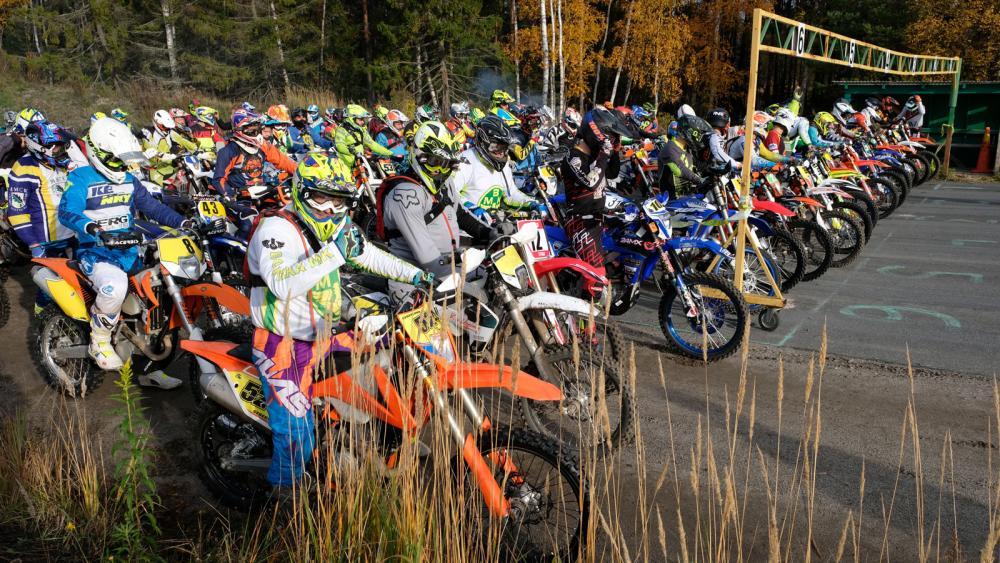 Starten inför en lokal tävling, Botkyrka motorklubbs tretimmars.