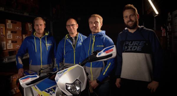 Jesper Nillson på Sherco tillsammans med Björn och Anton Sandstedt samt Christian Klarkner på Sherco.