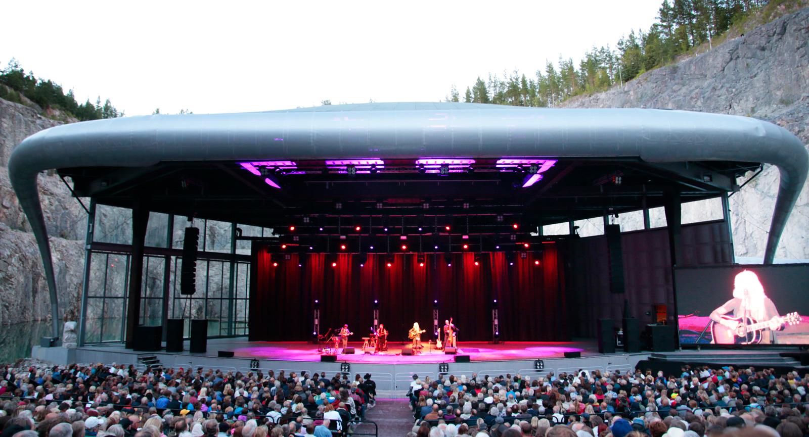 Dalhalla i Rättvik är ett måste. Enkonsertplats med unik akustik.