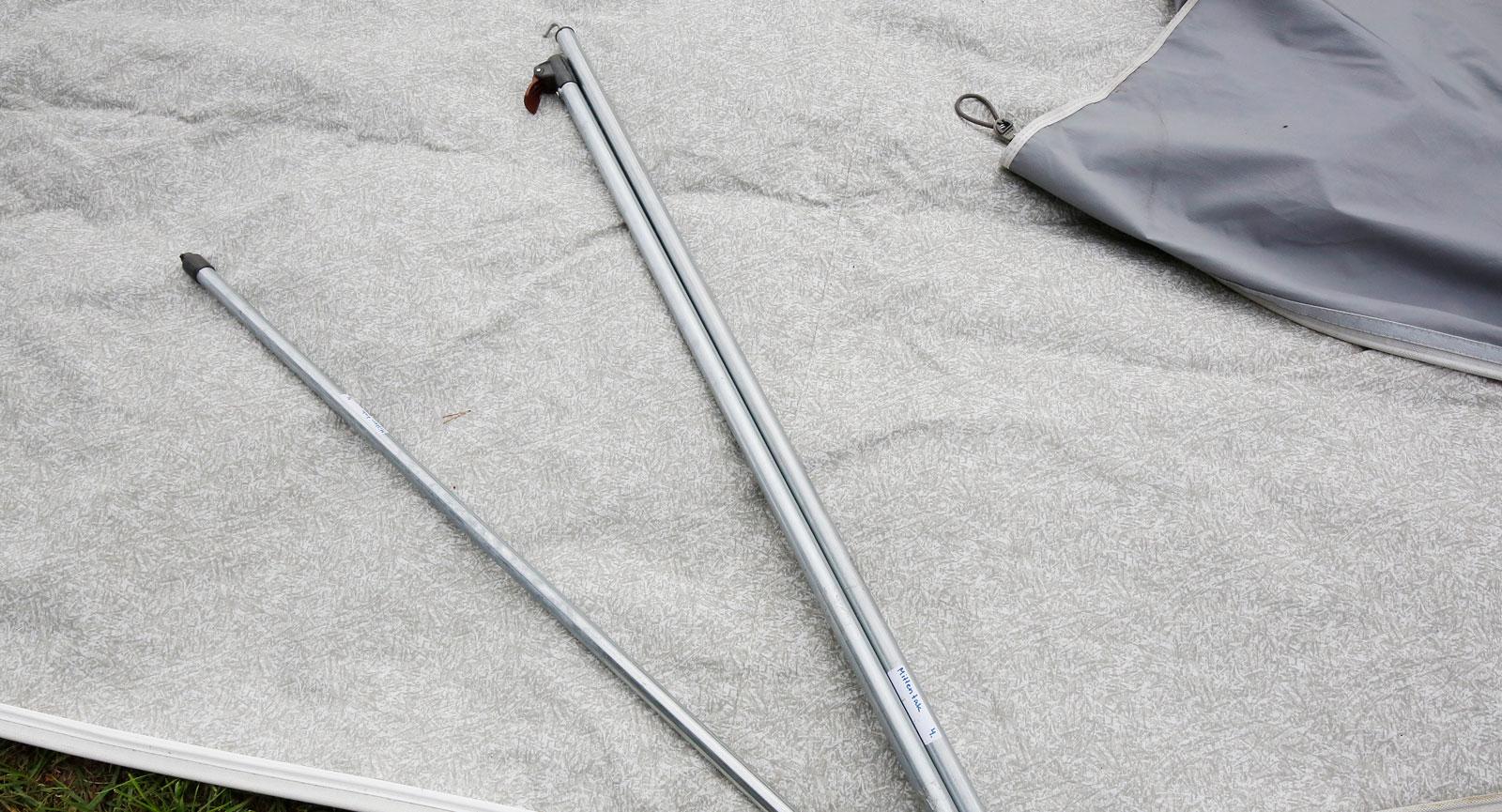 Plocka isär pinnarna. Det spar plats samt minskar risken för korrosion.