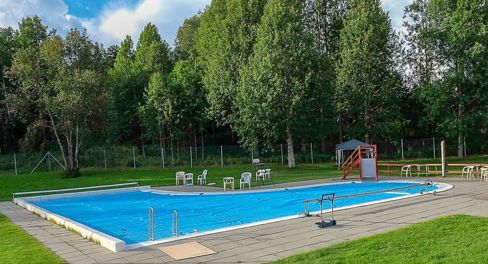 Pool är poppis. På Sikfors Camping är den öppen under högsäsong (21/6–12/8).