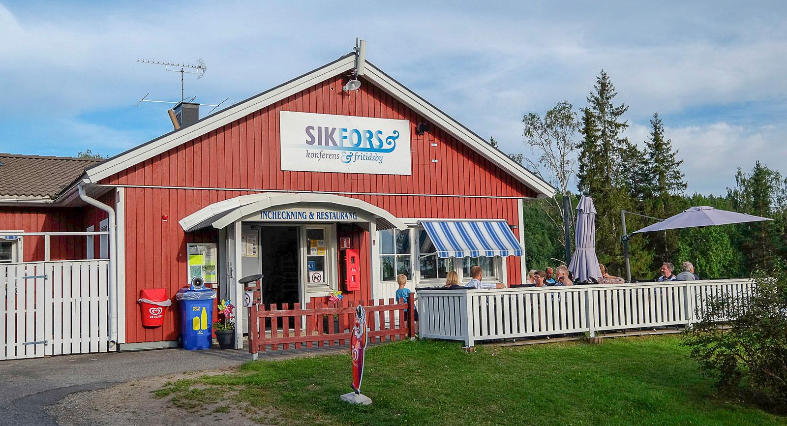 Sikfors Camping har även stugor och hotellrum.