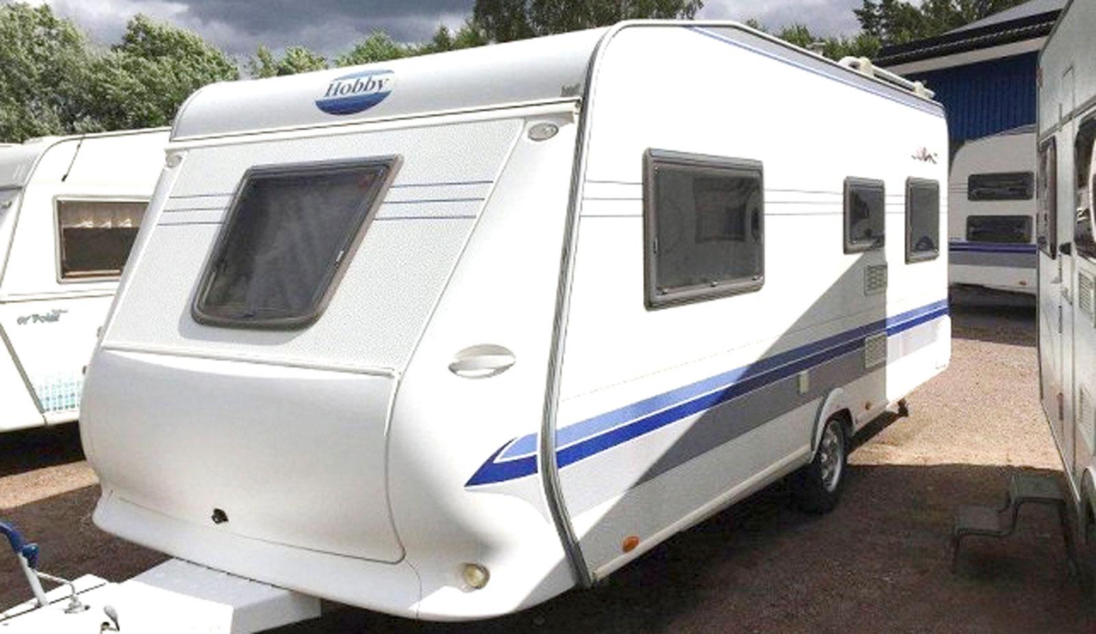 Hobby Excellent 540 UE  (2005) Nyare alternativ för snarlik prislapp. Kontinental vagn med luftburen värme, dubbelsäng och U-sitt. Mjölby. 99900kronor.