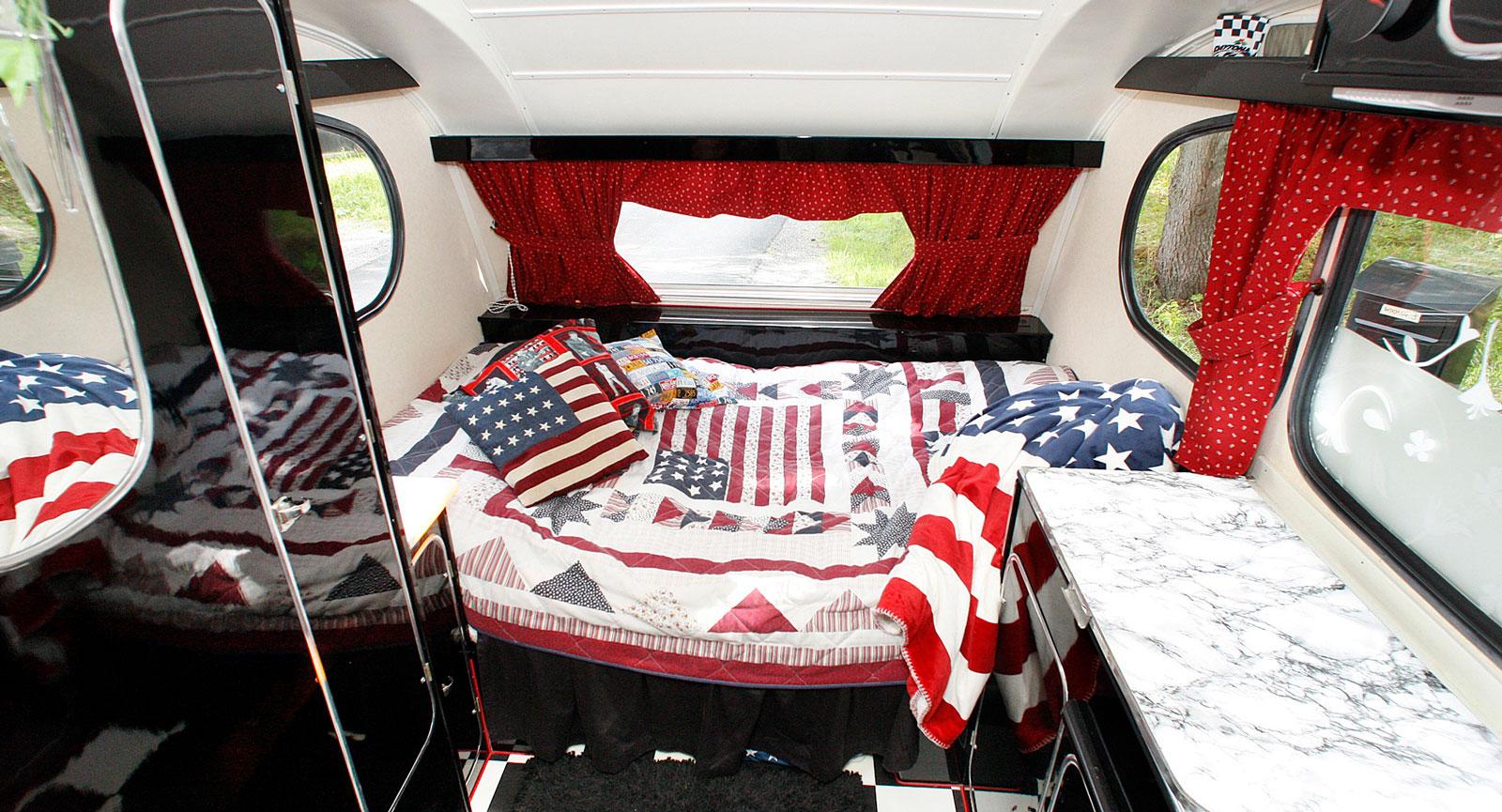 Leif och Siv tillbringar tre månader i Florida varje år. En souvenir till vagnen följer med hem från varje resa.