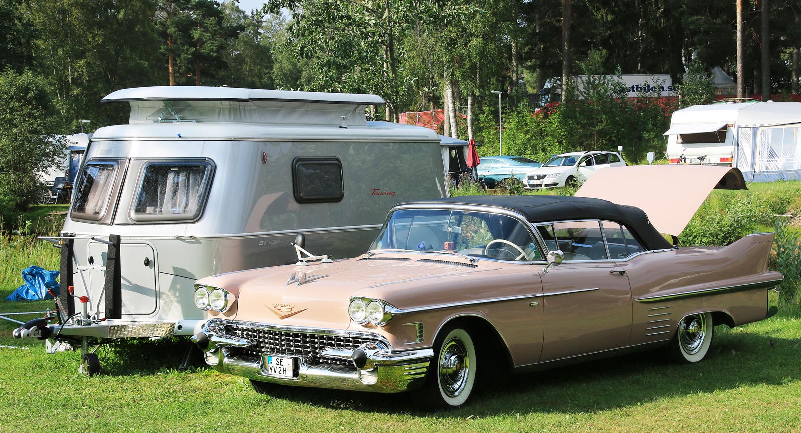Mjuka linjer på campingplatsen i Rättvik under Classic Car Week.