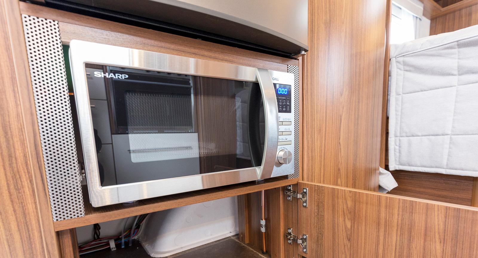 I Selected-utförandet ingår bland annat större kylskåp, mikro, lyxigare bordsskiva, fönster i entrédörren, högtalare bak, handdukstork mm.