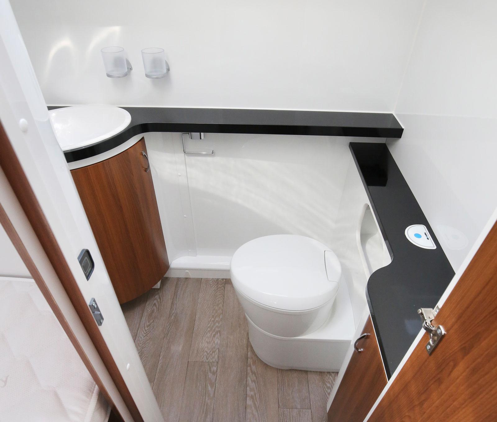 Badrummet erbjuder gott om utrymme.