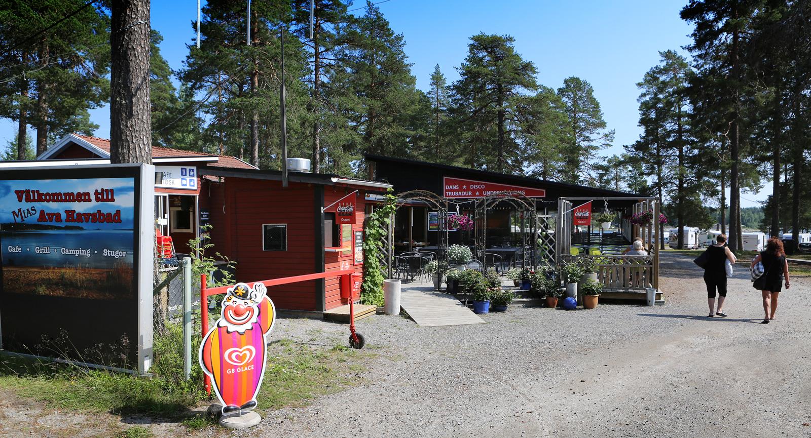 Receptionen finns i samma lokal som restaurangen.