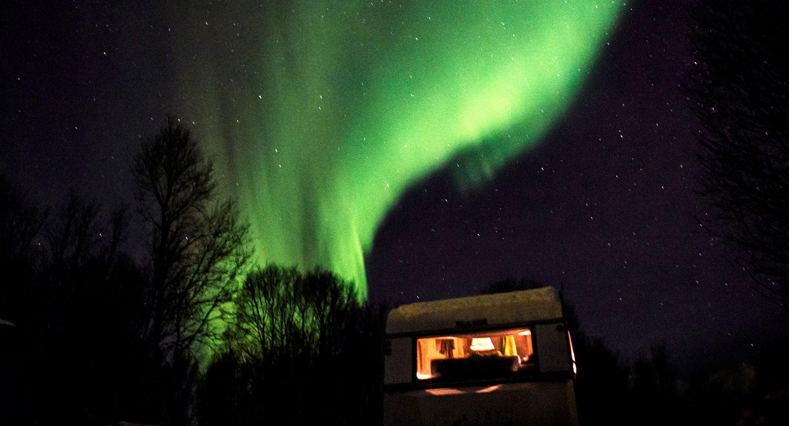 himmelskt. Norrsken över Tromsö och vännernas Solifer Finlandia 620 – en inte helt ovanlig syn.