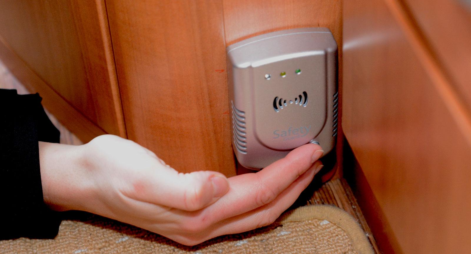 Gasvarnare ska monteras lågt eftersom gasol sjunker mot golvet vid ett eventuellt läckage. Vissa gasvarnare funktionstestas med en testknapp. Om en sådan saknas kan man testa gasvarnaren genom att trycka ut gas från tändare vid gasvarnaren.