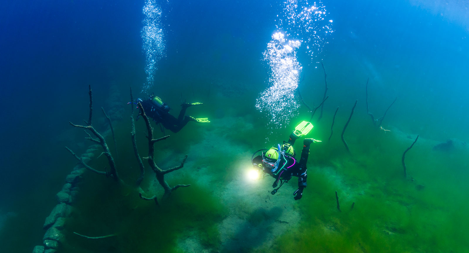 Norge bjuder på fantastiska dyk, även insjöar kan vara spännande med gamla bosättningar som är välbevarade i det kalla fjällvattnet.