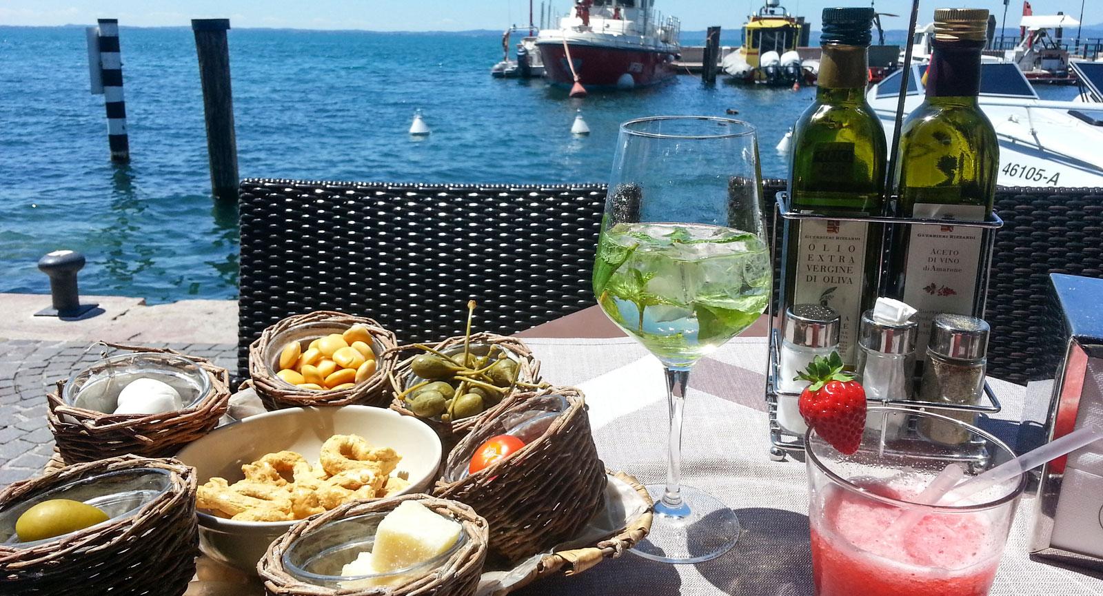 Vinprovning och båtcharm