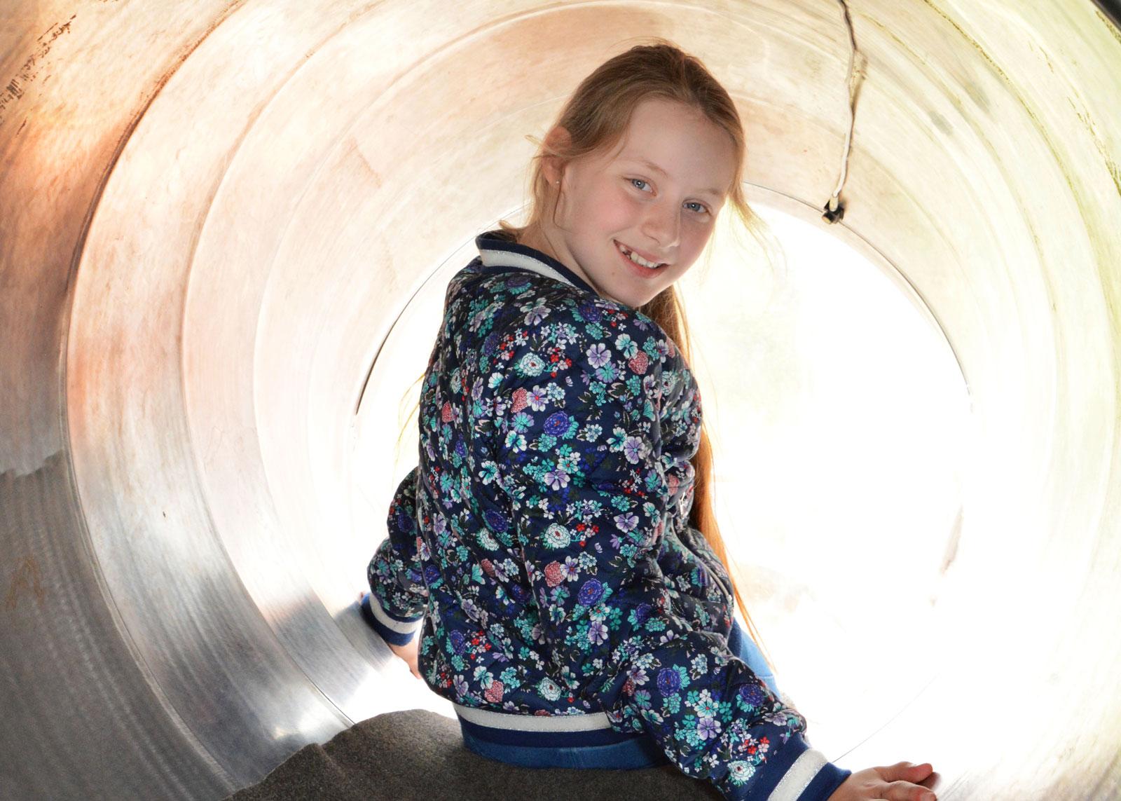 Snabb. Populär attraktion för barnen i klass 3 var rutschkanan som går ända från fjärde våningen till markplan.