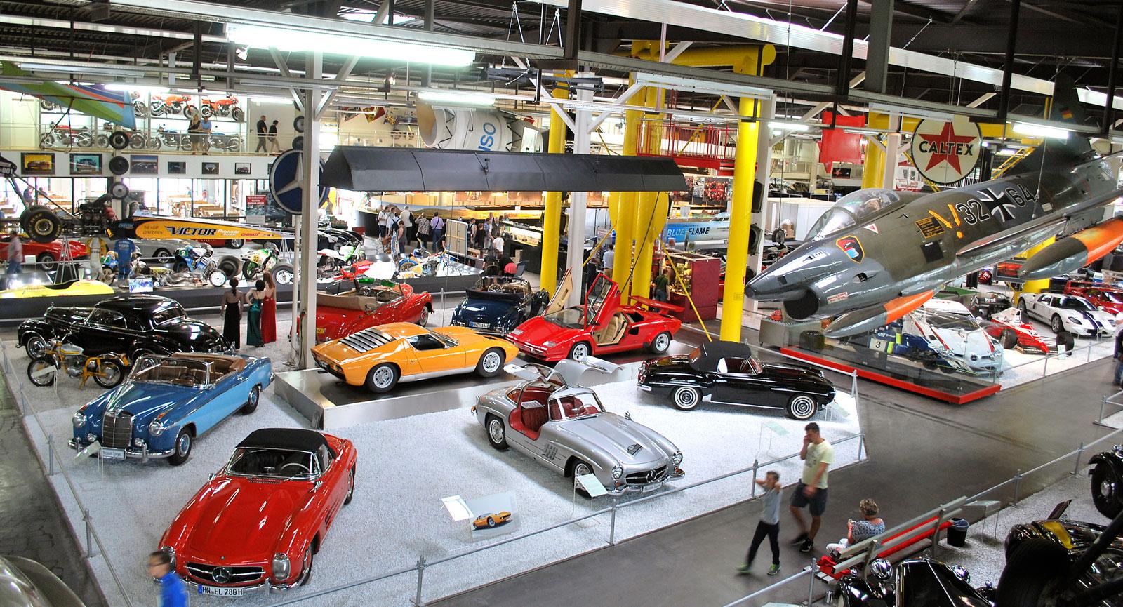 Museet är en dröm för den teknikintresserade med allt från klassiska sportbilar till tyska stridsplan.