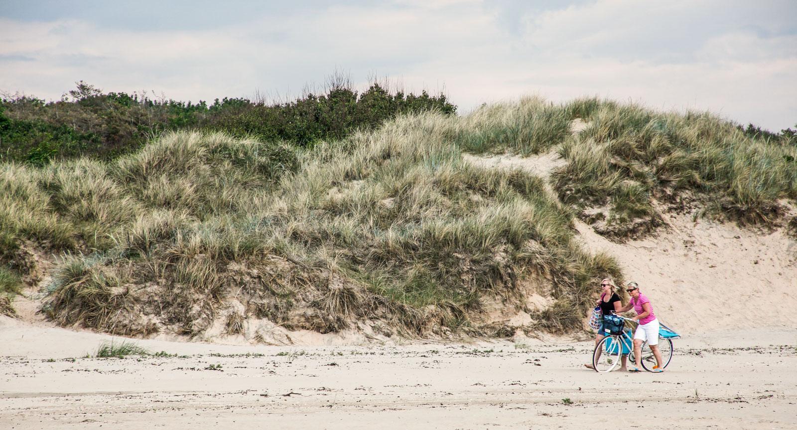Det är mycket populärt att cykla till Haverdal och njuta av de sköna sandstränderna.