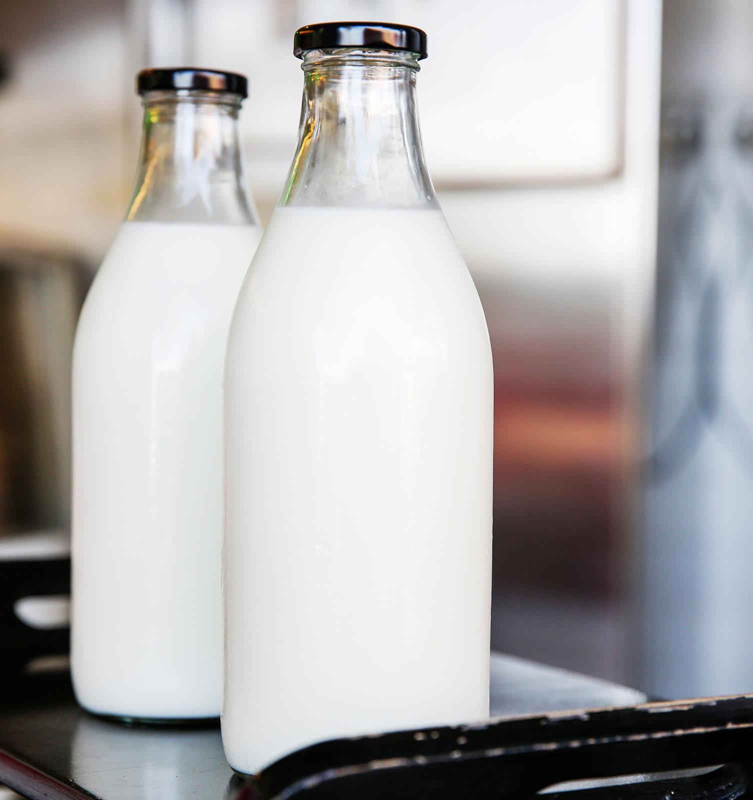 Mjölk i glasflaskor – precis som förr i tiden.