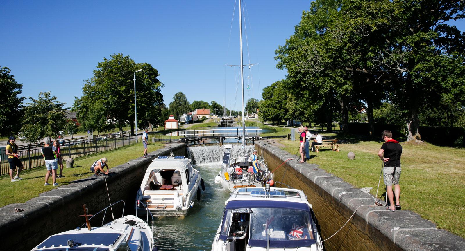 Förmiddagsrusch i kanalen vid Bergs slussar.
