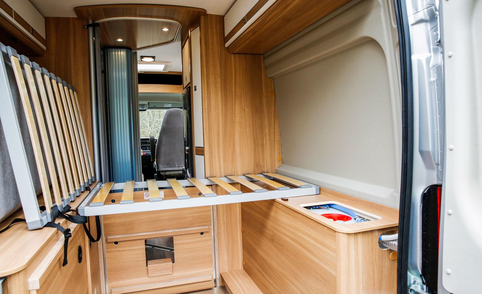 Genom att lyfta bort sängen kan man använda Pössl Roadstar 600 W som flyttbuss.
