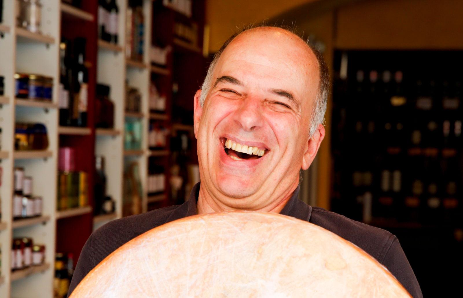 Utbudet av ost och vin på Käse Ecke är enormt. Är du riktigt ostsugen kan du köpa hela ostar.