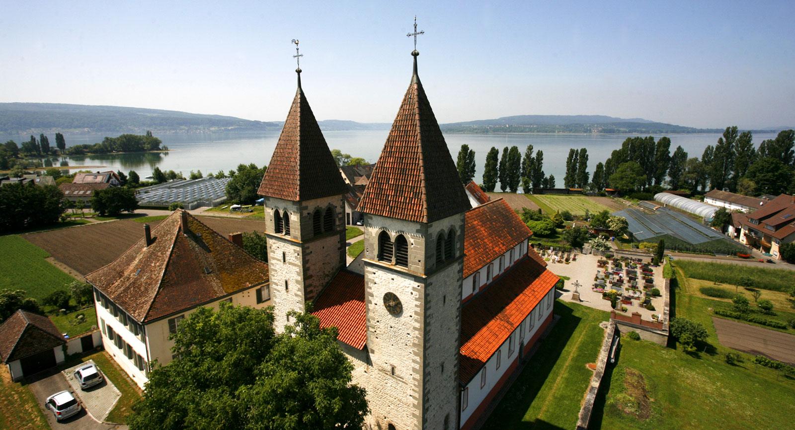 Missa inte Reichenau och Benediktinerklostret som grundades år 724.
