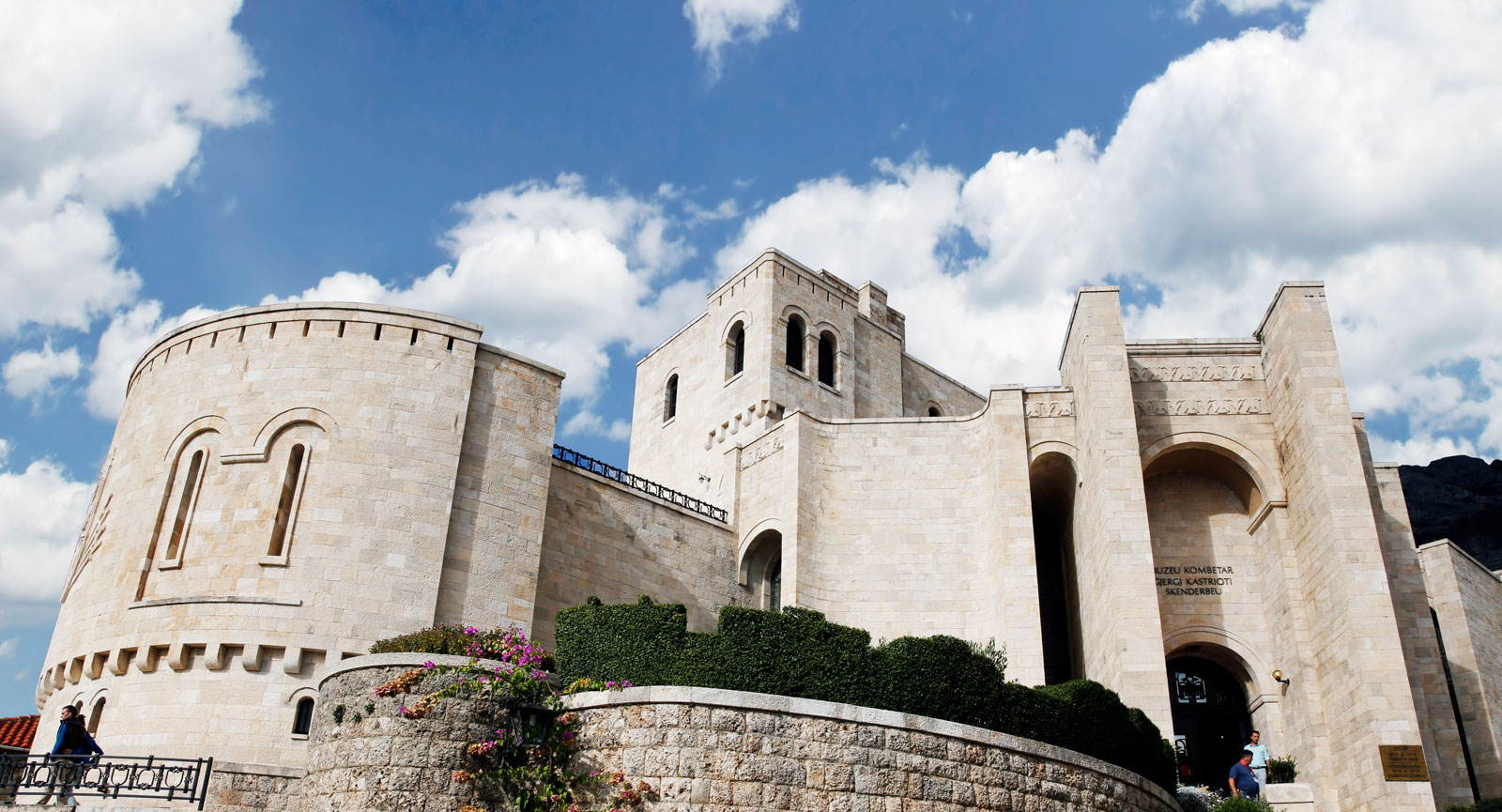 Museet i Kruja är tillägnat nationalhjälten Skanderbeg.