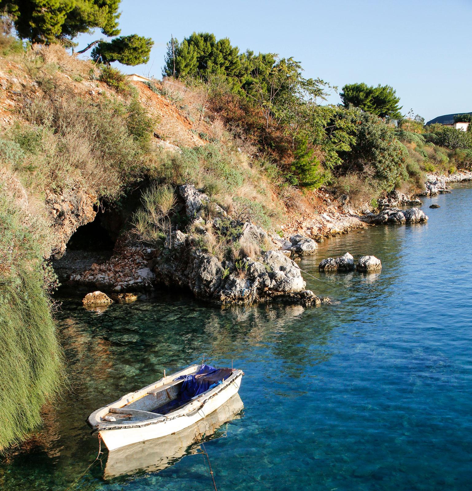 Den albanska rivieran bjuder på bra bad, klart vatten och en fantastisk natur.
