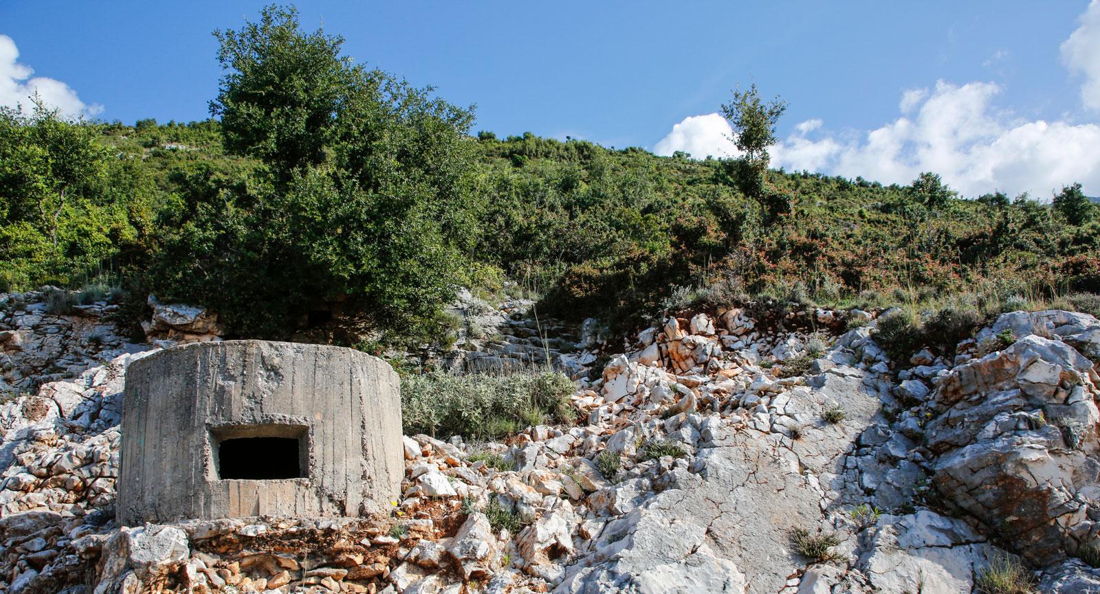 Den paranoide diktatorn Enver Hoxha lät bygga fler än 700000 bunkrar som skulle skydda från inkräktare.