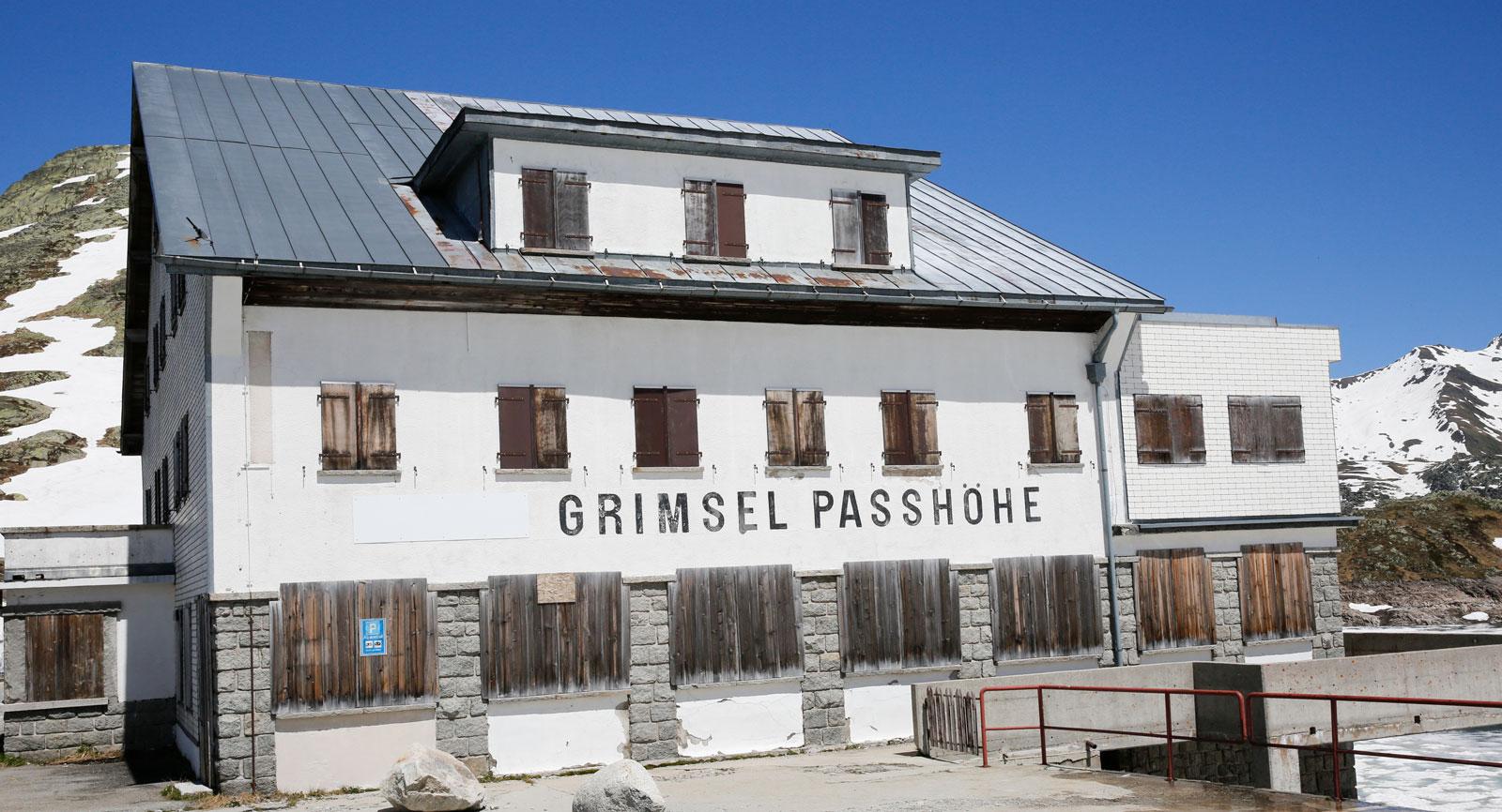 Grimselpass.  Flera av hotellen  under åren tvingats lägga ner.