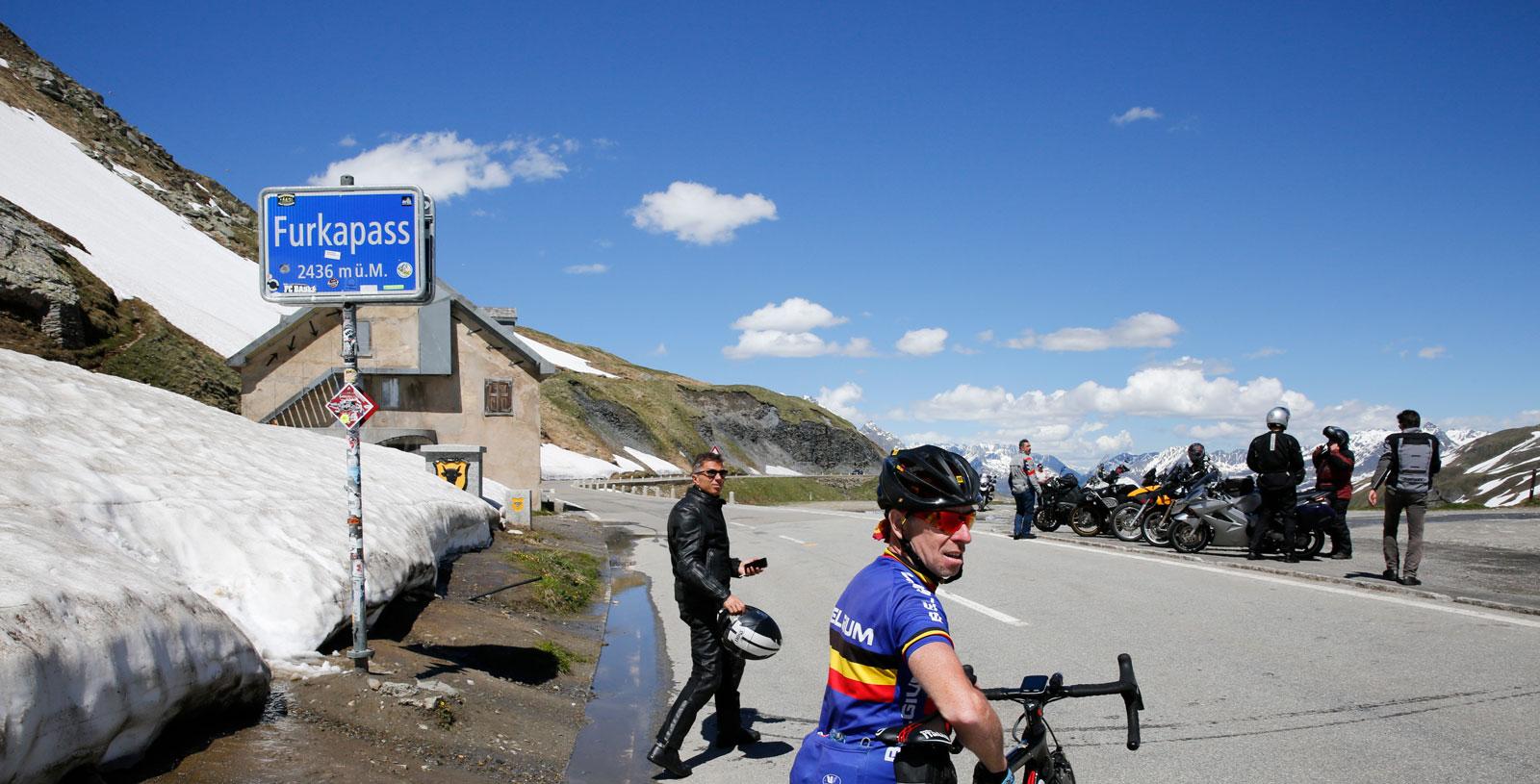 Många cyklister cyklar hit och vänder sedan tillbaka norrut.
