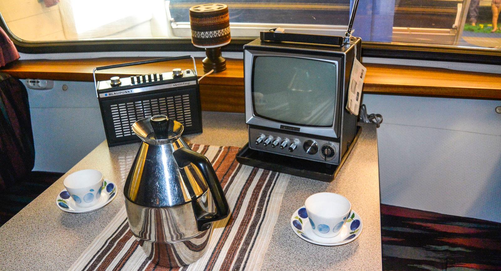 Kaffe, radio och tv räckte gott innan smarta telefoner tog över.